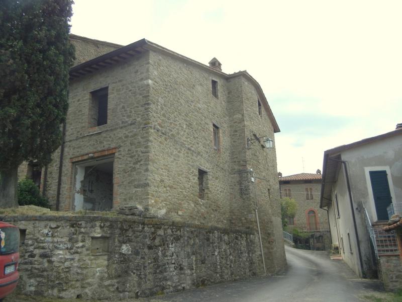 Porzione di casa con incredibile vista con giardino in for Piccoli piani casa castello