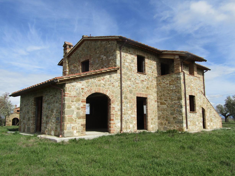 Casale in fase di costruzione il castello di tara for Passi per l acquisto di terreni e la costruzione di una casa